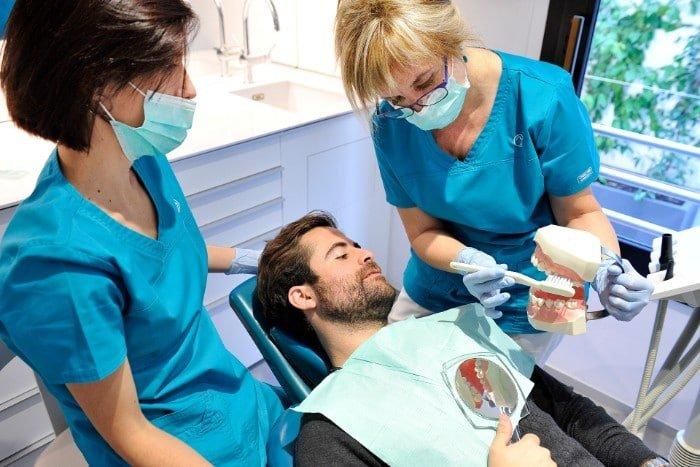 como-curar-la-enfermedad-periodontal clinica dental barcelona