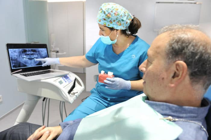 Implantes dentales en un día, ¿es posible?